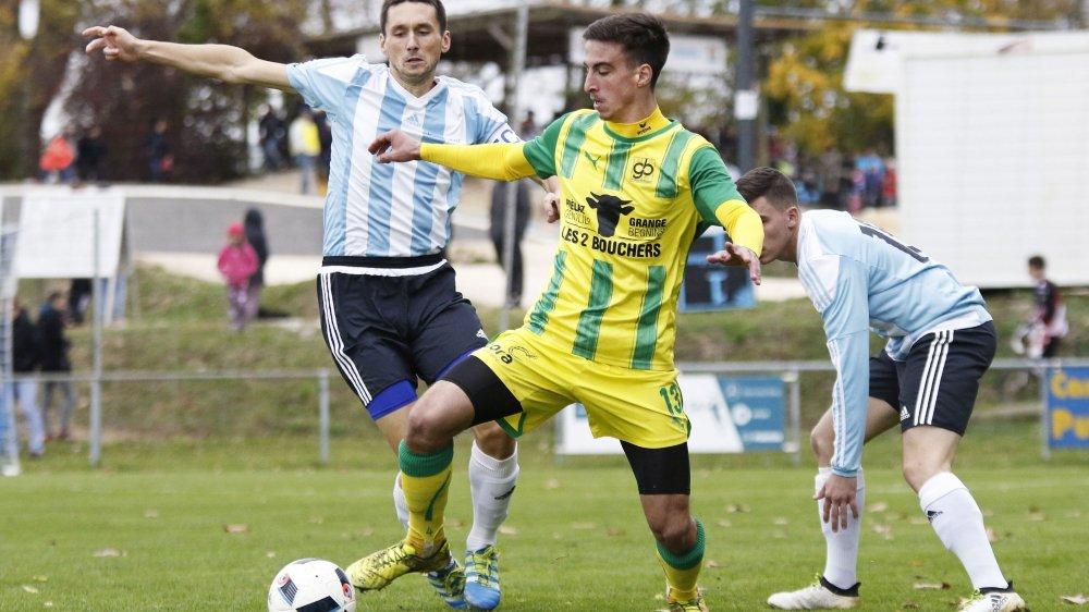 Jordan Moget et Genolier-Begnins ont résisté au retour du FC Echichens, hier après-midi.