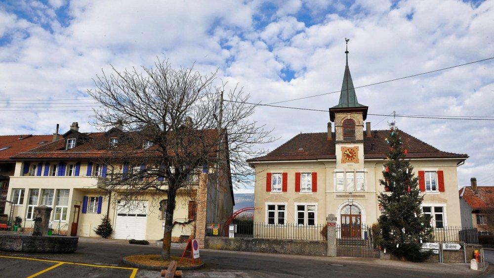 La commune est divisée à cause de la démission de l'employé communal, survenue en avril.