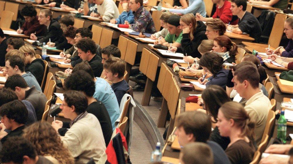 La faîtière des associations d'assistants et de doctorants prône une séparation plus grande entre les différentes fonctions de certains professeurs.