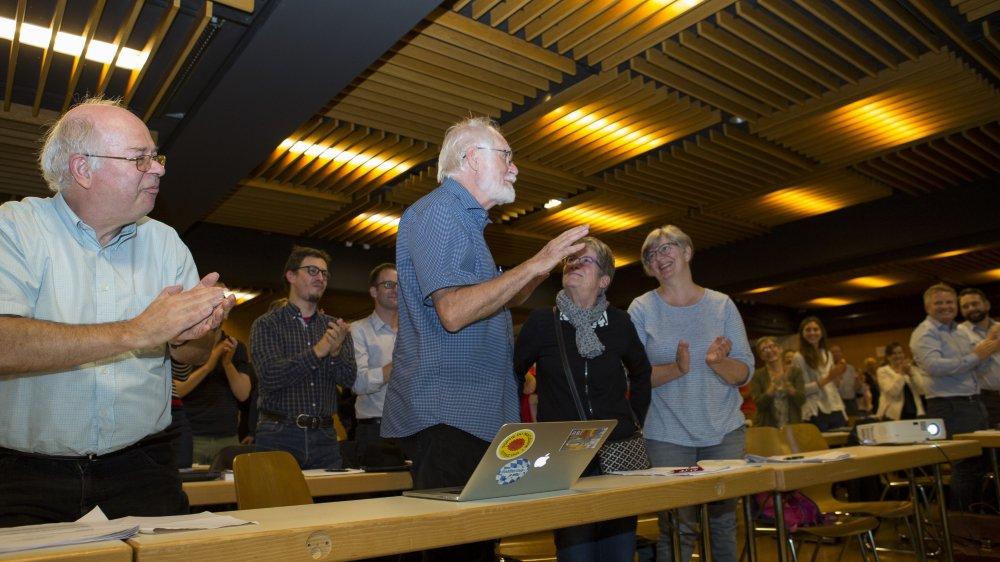 Jacques Dubochet, qui vient d'être sacré co-lauréat du prix Nobel de chimie, est félicité par les Morgiens.
