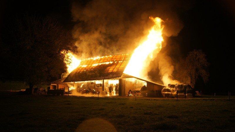 La grange a été totalement détruite.