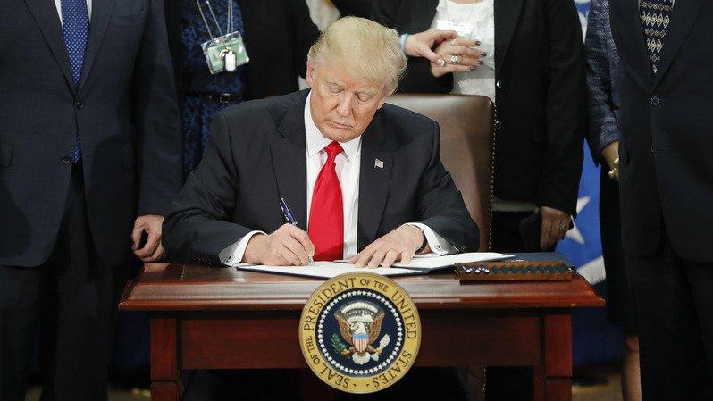 USA: Trump impose de nouvelles restrictions à l'émigration en provenance de 11 pays