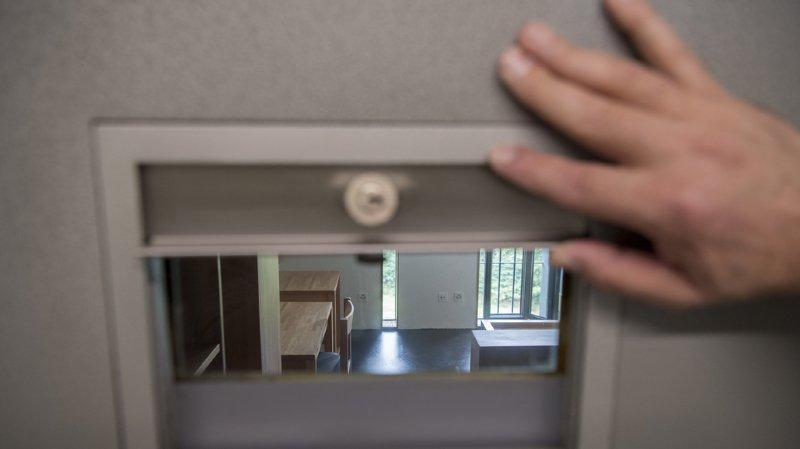 Argovie: 18 ans de prison pour un mari qui a massacré sa femme de 56 coups de couteau