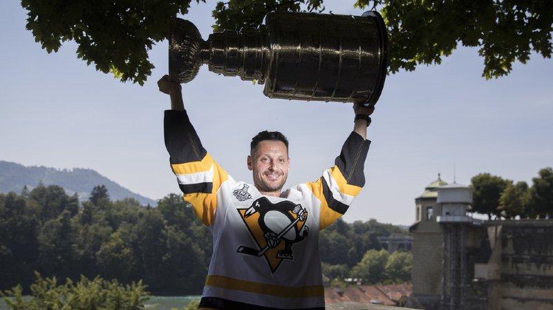 Mark Streit avait terminé la saison dernière avec le champion, les Pingouins de Pittsburgh. Transféré à Montréal, il n'a pas été conservé par la franchise canadienne.