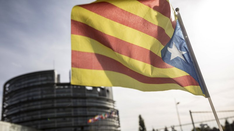 Espagne: le gouvernement appelle à l'élection d'un nouveau Parlement en Catalogne