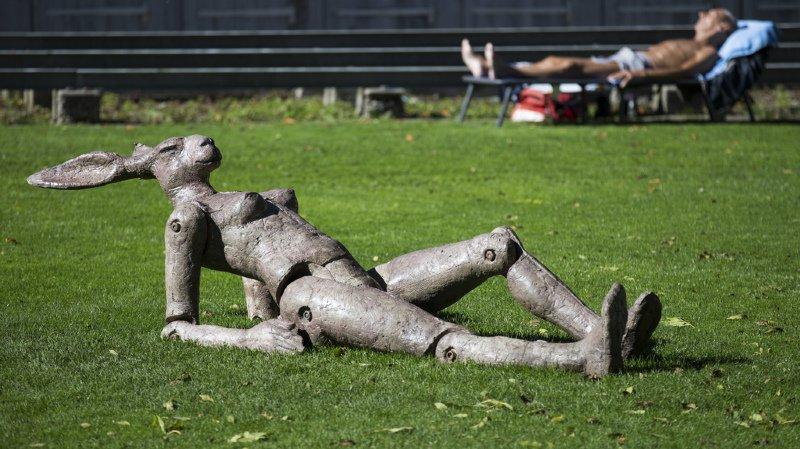 Certains n'ont pas hésité à prolonger les plaisirs de la bronzette, comme ici aux bains de Marzili, en ville de Berne.