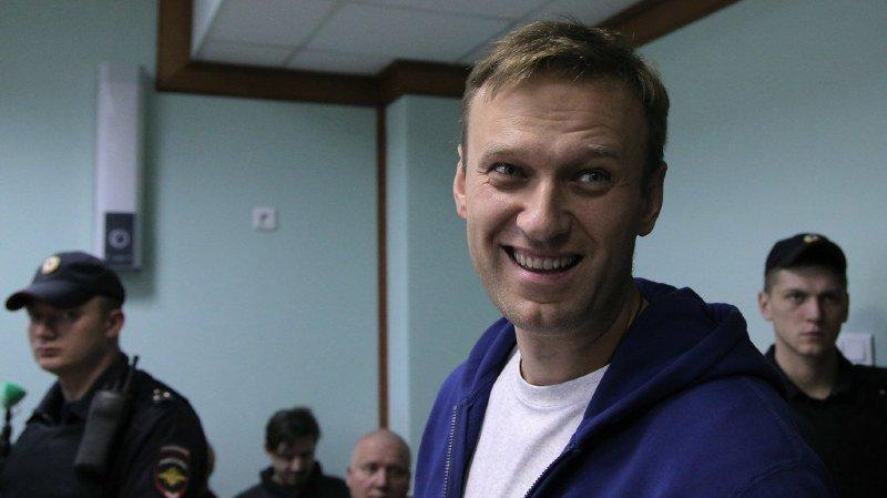 Le principal opposant russe, Alexeï Navalny, a annoncé dimanche avoir été libéré du centre de détention moscovite où il a passé vingt jours pour avoir organisé des manifestations non autorisées contre le président Vladimir Poutine.