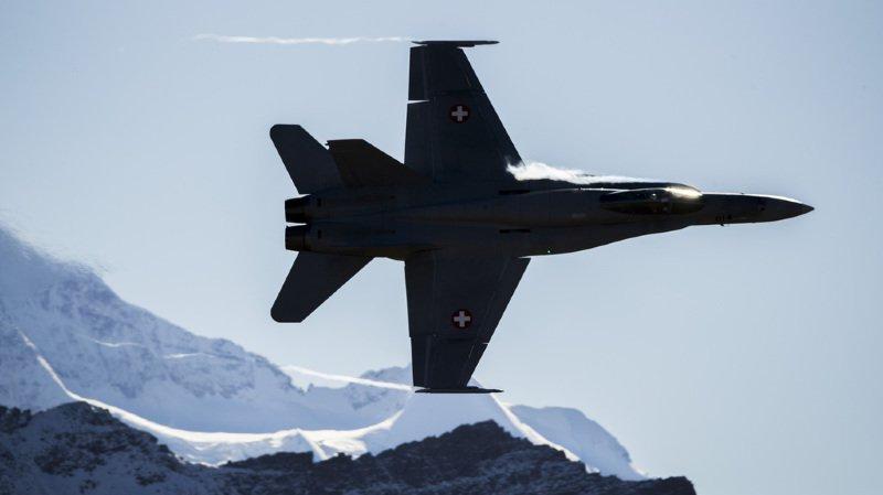 Armée: le PS, contre l'achat immédiat d'avions de combat, veut prolonger l'utilisation des F/A-18