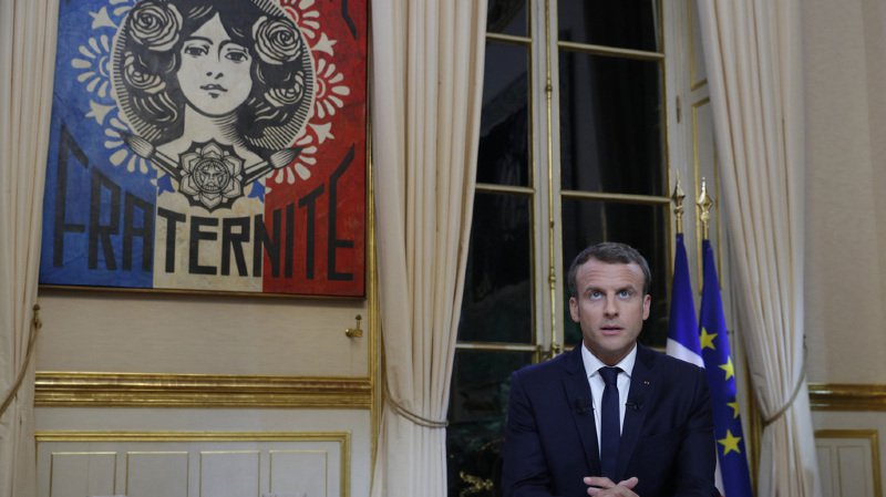 Emmanuel Macron a accordé sa première interview télévisée cinq mois avoir été élu, alors que sa popularité a chuté de 60% à 44% d'approbation.