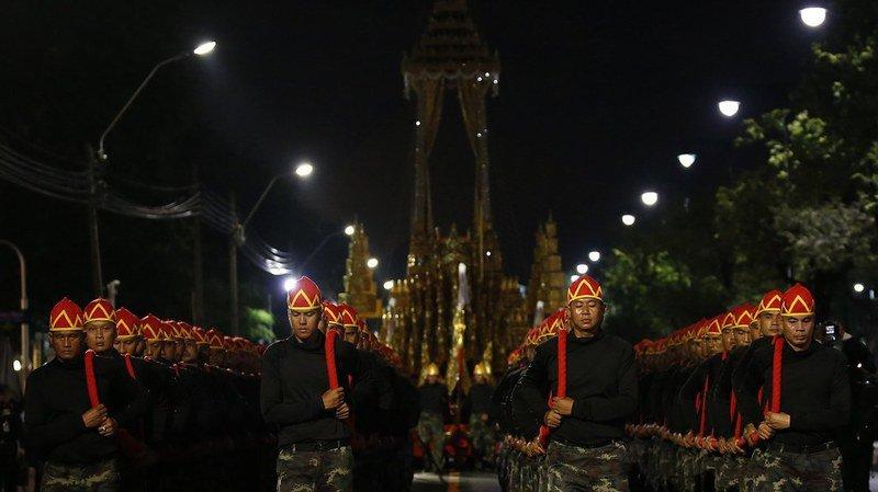Thaïlande: les funérailles grandioses du roi rassemblent plus de 200'000 personnes
