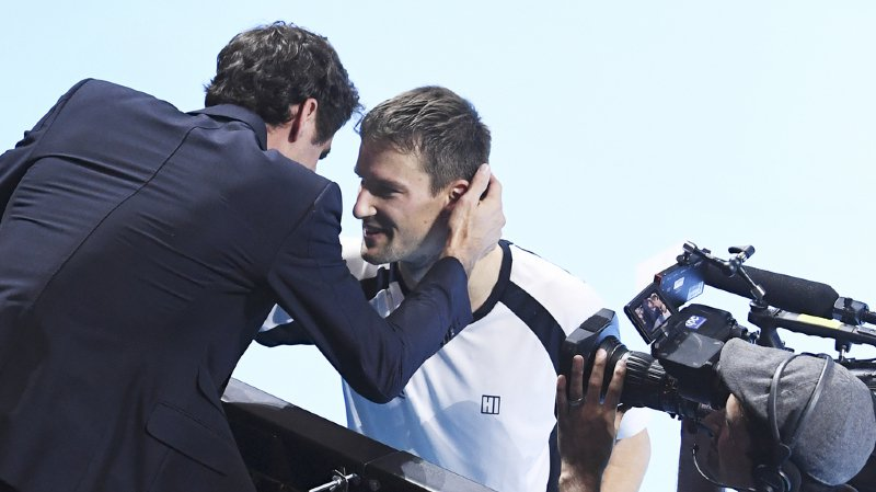 Swiss Indoors de Bâle: Roger Federer fond en larmes lors du dernier match de son ami Marco Chiudinelli