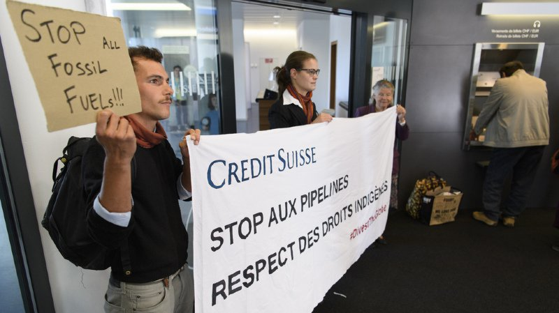 Financement de pipelines: une vague de protestation en Suisse contre le Crédit Suisse