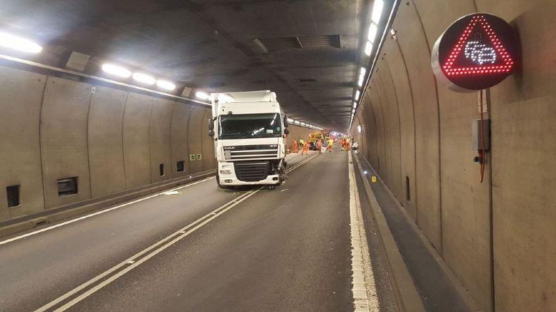 Accident dans le tunnel du Gothard: après 3 heures, l'autoroute a été rouverte à la circulation