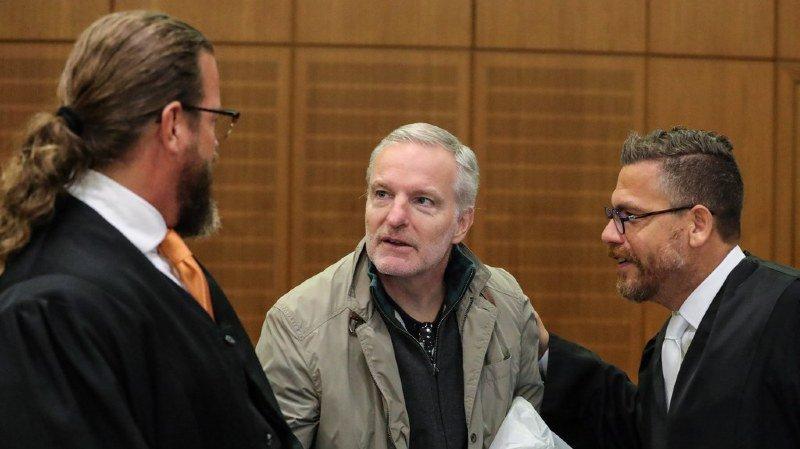 Le présumé espion suisse, qui est entendu jeudi par la justice allemande, a fait des aveux.