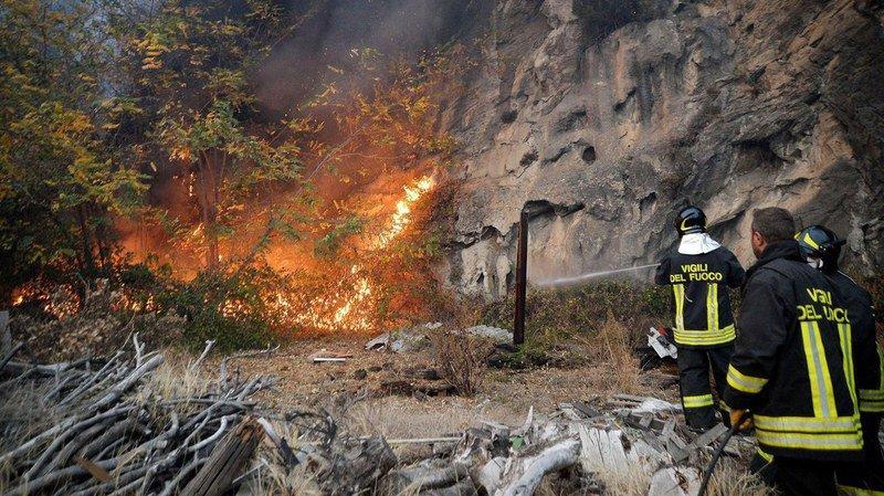 La zone la plus touchée était le Val de Suse, où les flammes étaient attisées par des vents violents.