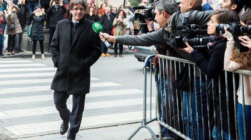 Le président destitué est apparu souriant ce mardi devant la presse.