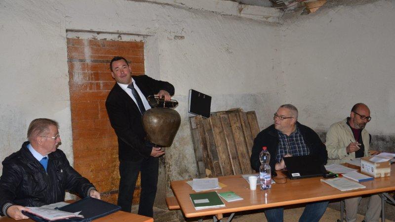 Pour l'occasion, le président du Conseil communal Daniel Pittet avait troqué sa traditionnelle clochette contre un toupin.