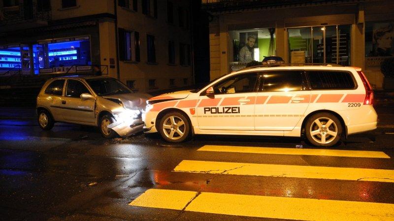 Collision frontale avec une voiture de police (SZ)