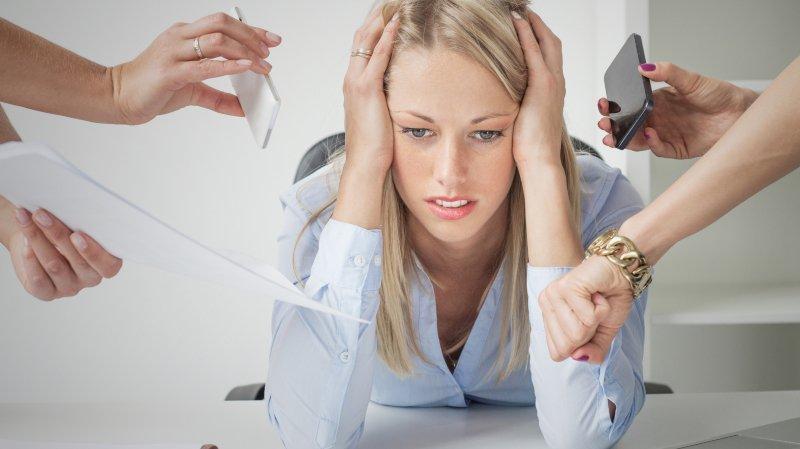 Flexibilité, stress, manque d'opportunités : les employés suisses toujours plus sous pression