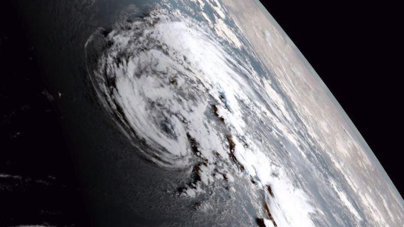 Ophélia, tempête tropicale devenue ouragan, menace les côtes atlantiques de l'Europe