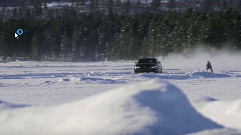 Un skieur atteint la vitesse record de 189km/h tracté par une voiture
