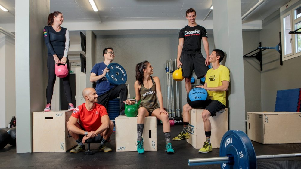 Siofra Sharpe, Guillaume Gétaz, Bram Boeve, Jillian Bloch-Morhange, Célestin Wanner et Gilles Bloch-Morhange dans la nouvelle salle de CrossFit  de Morges, qui a ouvert ses portes récemment.