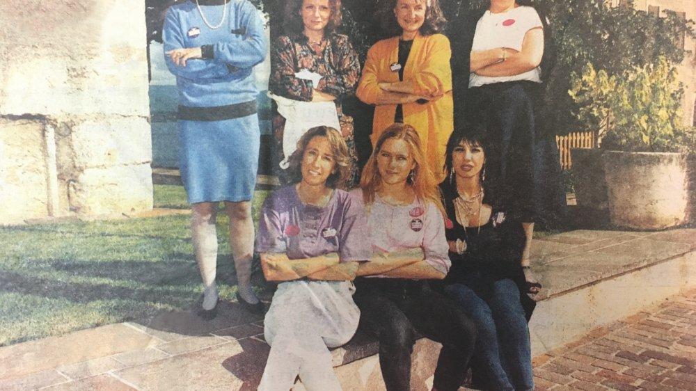 Le comité de grève: (de g. à dr.) Monique Boss, Marlyse Graf, Nicole Tauss. Arrière plan: Edith Damond,  Sylvie Conus, Anne-Lise Aminian et Dominique Bissat.