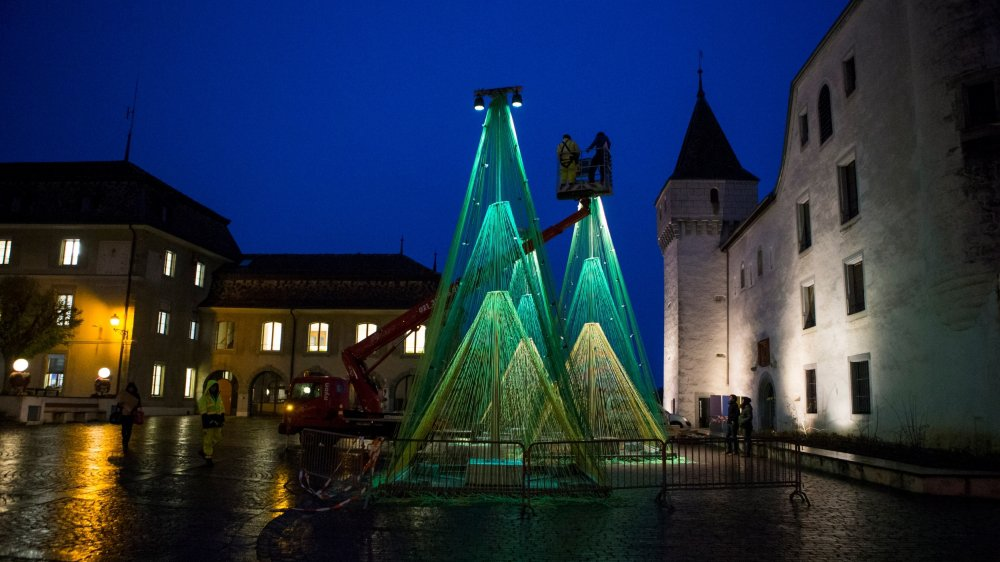 A Nyon, le marché de Noël sera décoré par les sapins lumineux 2.0 du bureau d'urbanisme Belandscape.