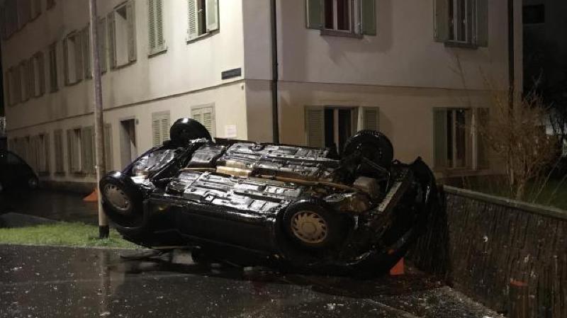 Schwytz: armé, il se tue dans un accident en fuyant la police