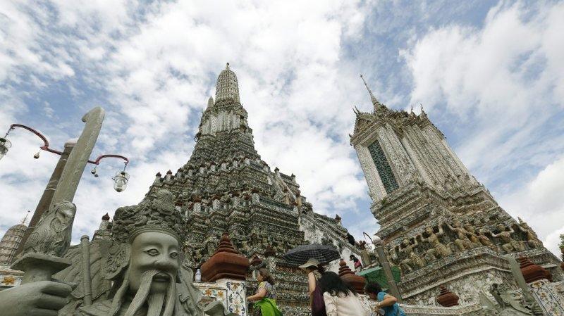 Thaïlande: des touristes risquent la prison pour avoir montré leurs fesses devant un temple