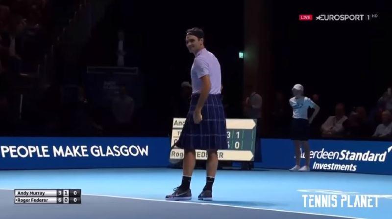 Vêtu d'un kilt, Roger Federer bat Andy Murray lors d'une exhibition à Glasgow