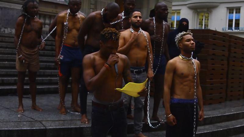 La mise en scène visait à interpeller les passants sur l'esclavagisme moderne.
