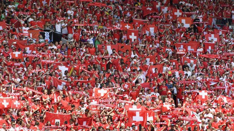 Les supporters des deux camps ont allumé des engins pyrotechniques durant la partie des qualifications de la Coupe du monde à Bâle le 7 octobre. (illustration)