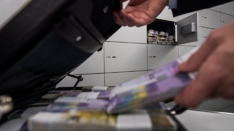 Le Conseil fédéral jette l'éponge sur le secret bancaire en Suisse