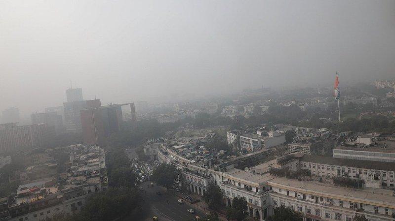 Pollution à New Delhi: Swiss fournit des masques de protection, United Airlines annule ses vols