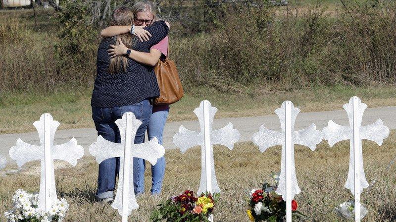 """Tuerie au Texas: huit enfants, dont un """"à naître"""", parmi les 26 victimes"""