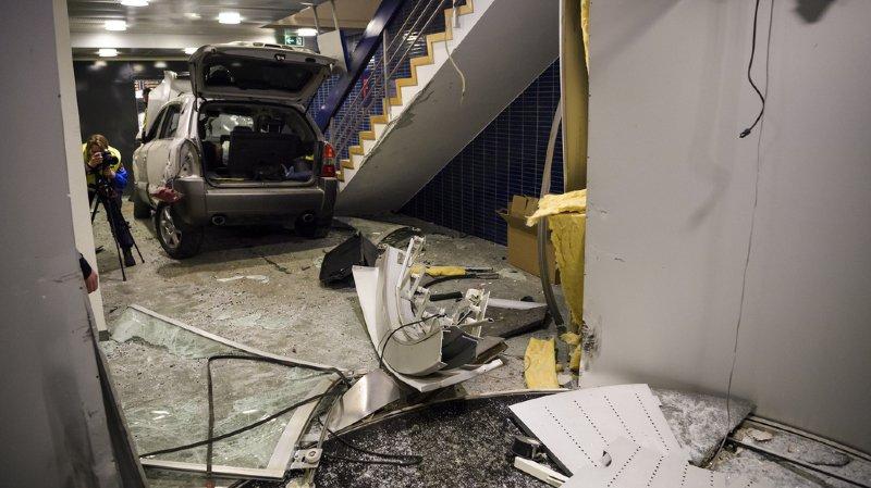 Lausanne: une voiture folle termine dans un hall d'immeuble