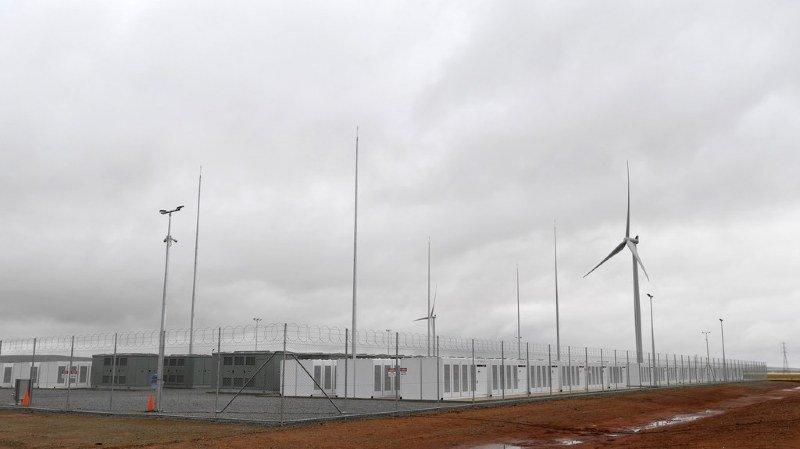 Australie: raccordement de la plus grande batterie au monde, projet du milliardaire Elon Musk