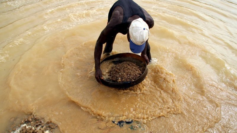 """Enchères: la Sierra Leone a vendu le """"diamant de la paix"""" 6,53 millions de dollars"""