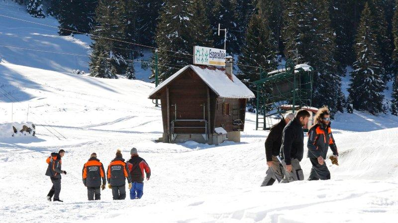 Les équipes d'aménagement des pistes de la Dôle s'activent pour assurer l'ouverture de la saison ce samedi.