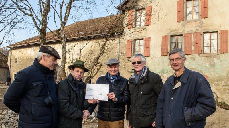 Un beau chèque pour restaurer la ferme du Bois de Chênes