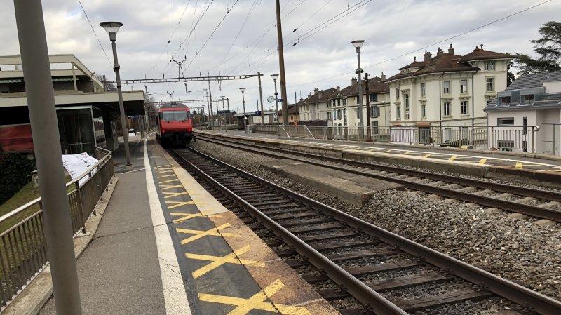L'adolescent a été happé peu après la gare par un train circulant à 140 km/h en direction de Lausanne.