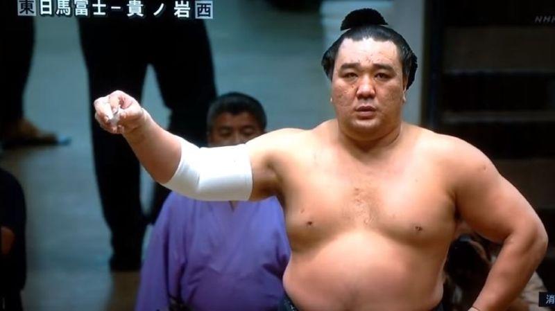 Sumo: plainte pour agression contre un champion