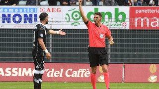 Football: davantage de professionnalisme chez les arbitres suisses