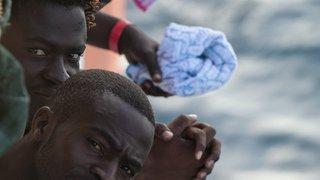 Méditerranée: plus de 250 migrants secourus sur cinq embarcations de fortune