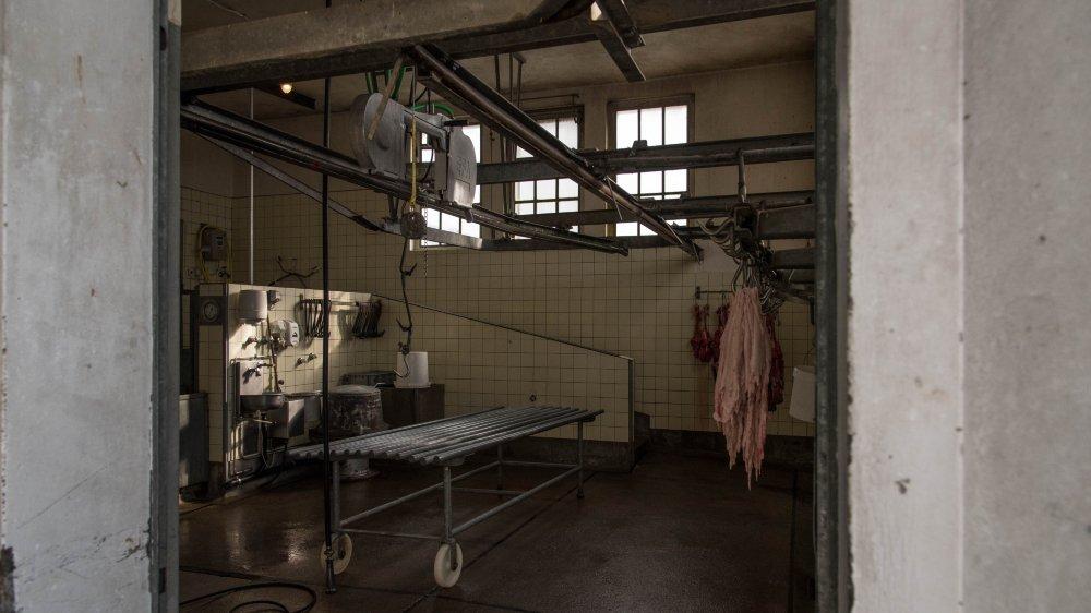 L'abattoir a été fermé durant trois semaines en novembre. Le comité de la coopérative a préféré se séparer du gérant responsable des faits incriminés. Un nouveau a débuté en janvier.