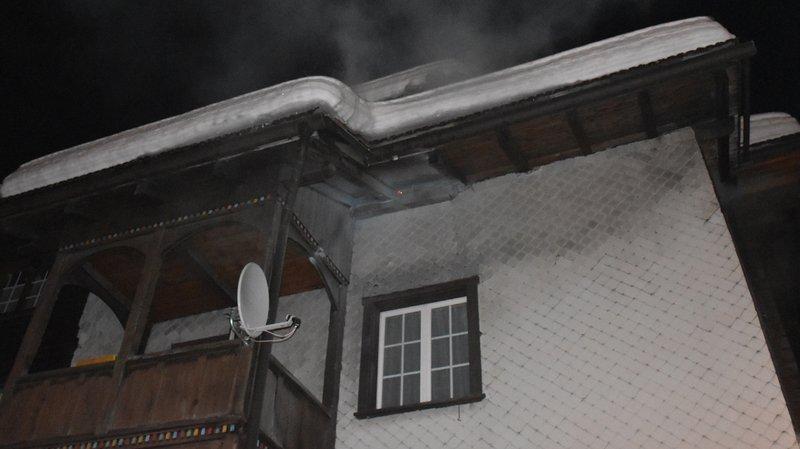 Une fusée du Réveillon atterrit dans leur maison: 20 personnes évacuées (GR)