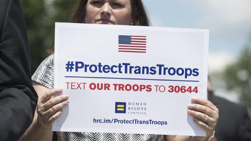 Le décret visant a exclure les transgenres de l'armée a suscité une forte mobilisation contre son application.