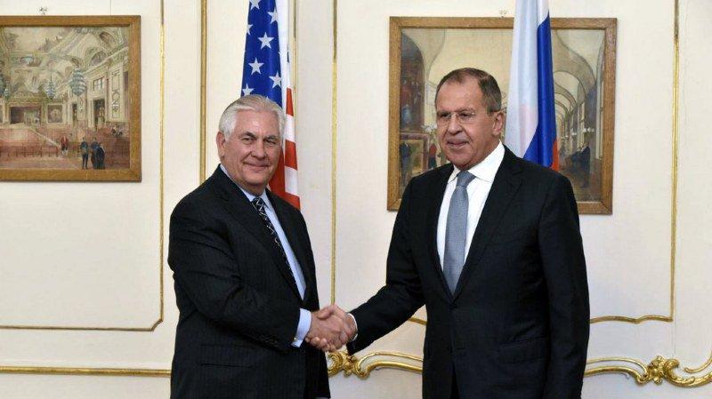 L'entretien entre Rex Tillerson (à gauche) et Sergueï Lavrov (à droite) a eu lieu à l'initiative de Washington.