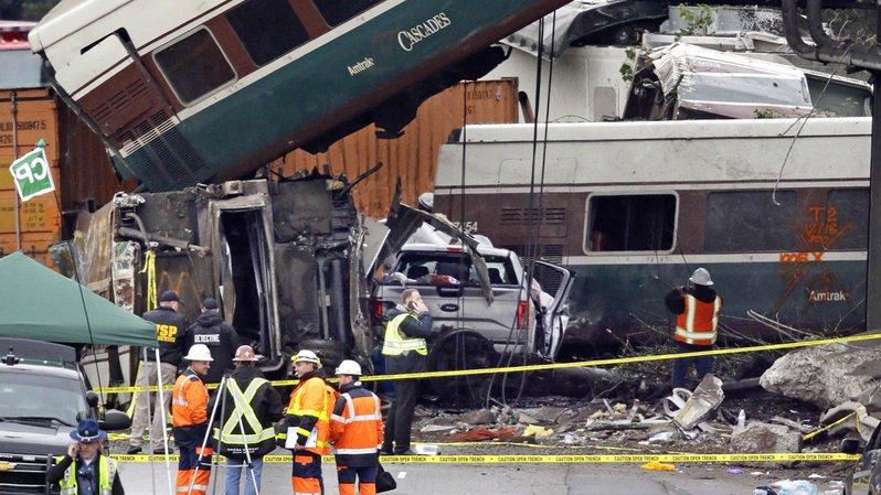 Déraillement mortel aux Etats-Unis: le train roulait à 128 km/h au lieu de 48 km/h